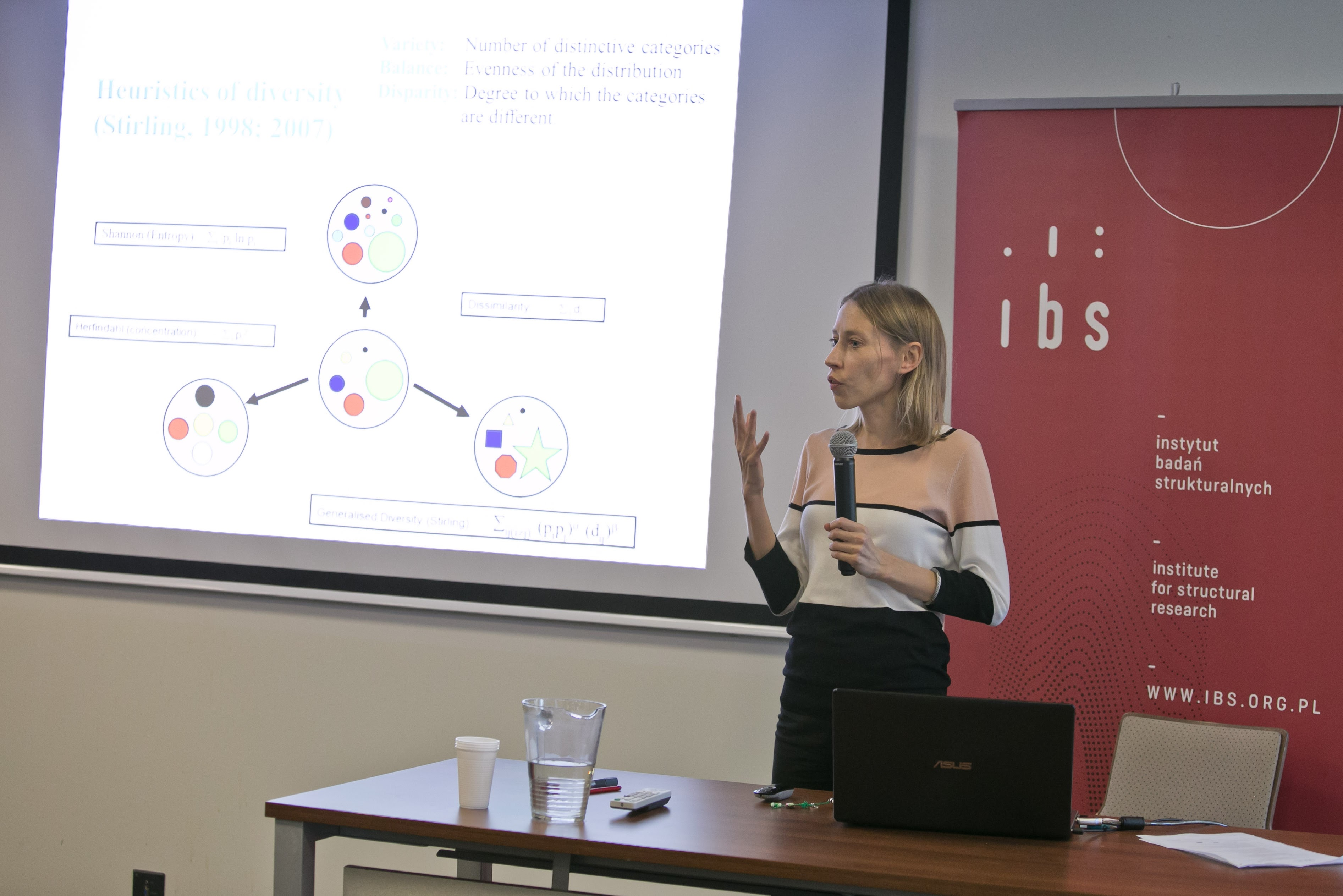 Dr hab. Karolina Safarzyńska (University of Warsaw) presenting patterns of investment in new technology during low-carbon transition