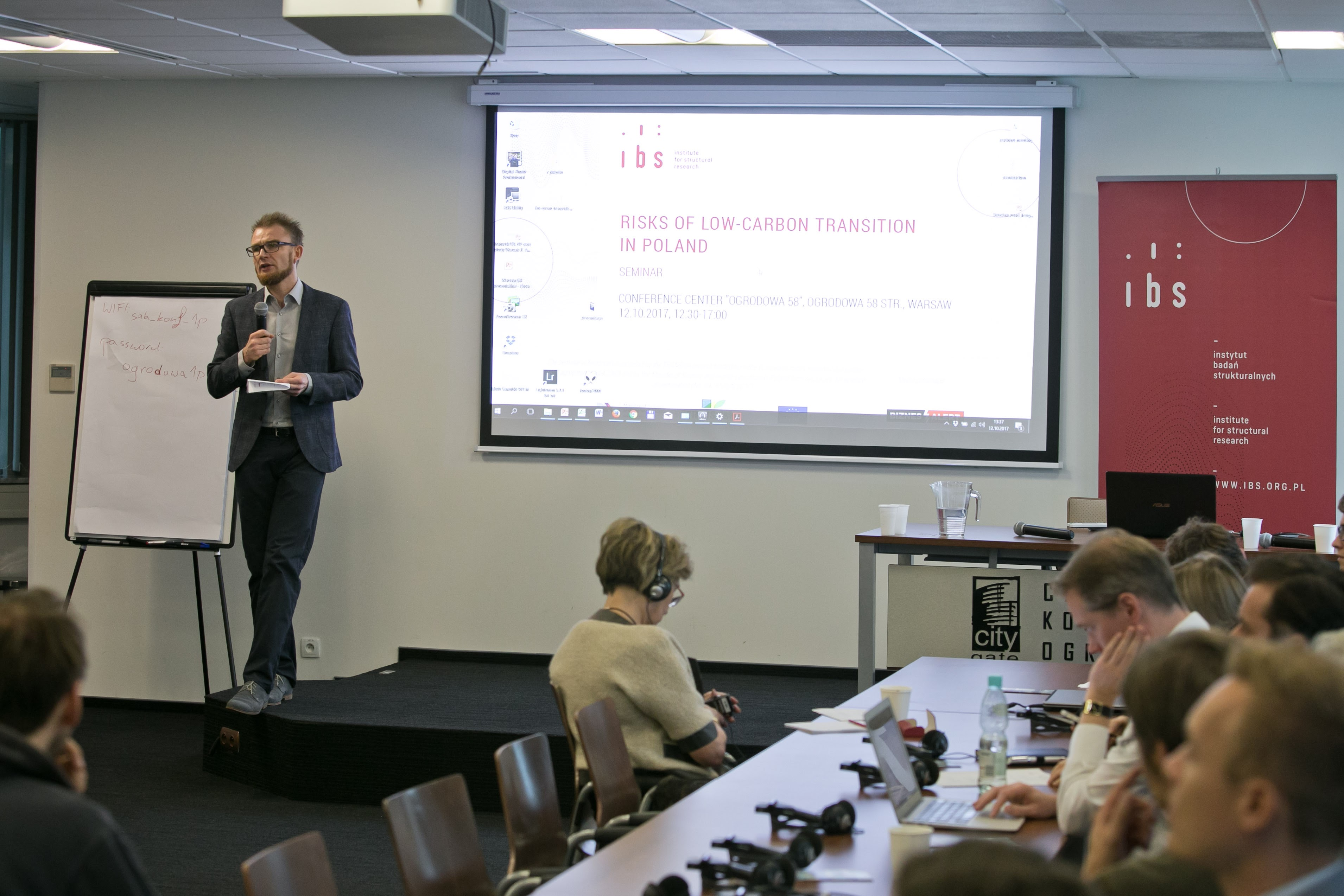 Piotr Lewandowski (Institute for Structural Research – IBS) welcoming the participants and introducing the workshop