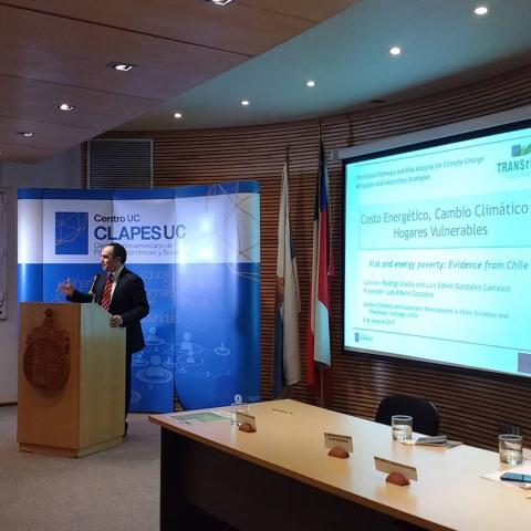 Luis Edwin Gonzales (CLAPES UC, PUCC) analysing the energy cost, climate change, and vulnerable households
